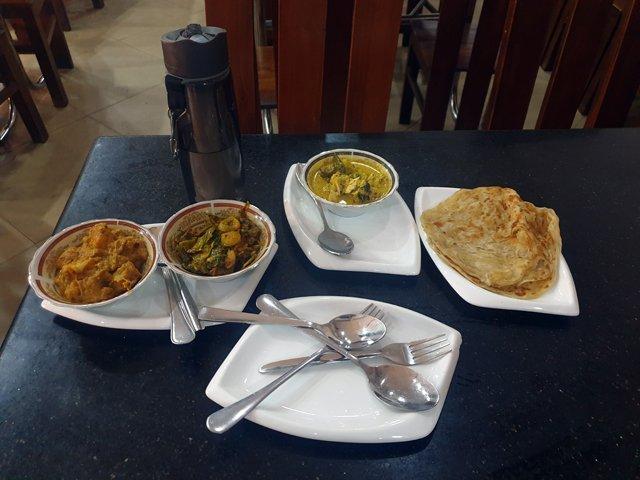 mon premier dîner au Sri-Lanka, à Colombo (400 Roupies soit 2€) - l'autre ailleurs au Sri-Lanka, une autre idée du voyage