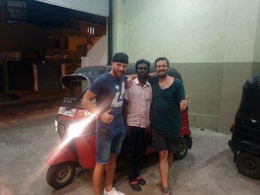 avec Alex allemand et Guiten le chauffeur de tuc-tuc (devinez qui est qui) - l'autre ailleurs au Sri-Lanka, une autre idée du voyage
