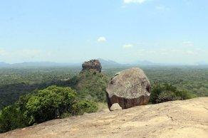 en haut du roc Pidurangala à Sigyria - l'autre ailleurs au Sri-Lanka, une autre idée du voyage