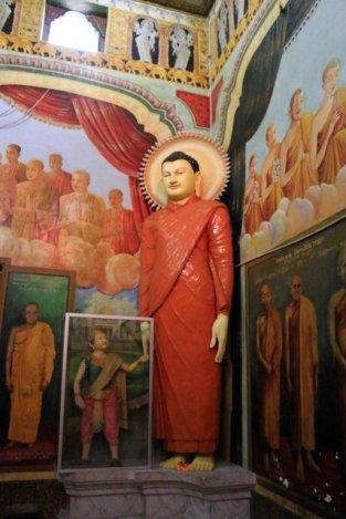 temple bouddhiste dans la partie moderne de la ville de Galle - l'autre ailleurs au Sri-Lanka, une autre idée du voyage