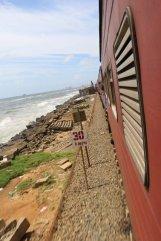 dans le train de Galle vers Colombo - l'autre ailleurs au Sri-Lanka, une autre idée du voyage