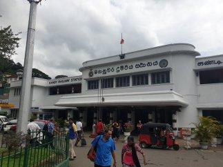 la gare de Kandy - l'autre ailleurs au Sri-Lanka, une autre idée du voyage