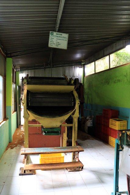 la machine qui permet de séchage du thé dans l'usine de thé, Kadugannawa/Geragama, tout près de Kandy - l'autre ailleurs au Sri-Lanka, une autre idée du voyage