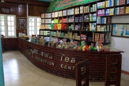 la boutique dans l'usine de thé, Kadugannawa/Geragama, tout près de Kandy - l'autre ailleurs au Sri-Lanka, une autre idée du voyage
