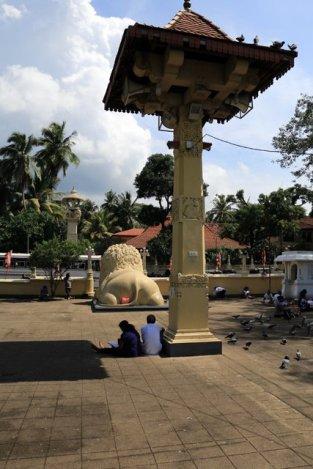 un temple bouddhiste tout près de Kandy - l'autre ailleurs au Sri-Lanka, une autre idée du voyage