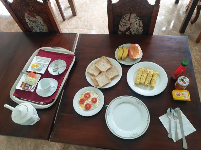petit déjeuner à Mirissa hôtel Mermaid Inn - l'autre ailleurs au Sri-Lanka, une autre idée du voyage