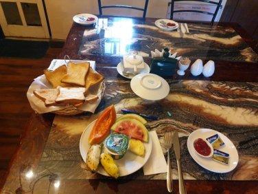 """- l'autre ailleurs au Sri-Lanka, une autre idée du voyagepetit déjeuner dans l'hôtel dans lequel je séjourne à Nuwara Elyia, ambiance """"So British"""""""