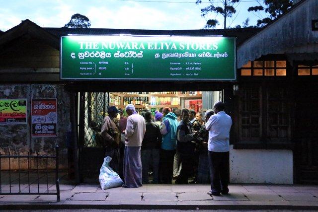 le rendez-vous des alcoolos à Nuwara Elyia - l'autre ailleurs au Sri-Lanka, une autre idée du voyage