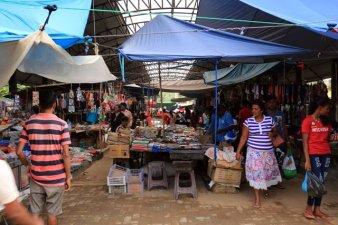 dans le marché couvert de Polonnâruvâ - l'autre ailleurs au Sri-Lanka, une autre idée du voyage