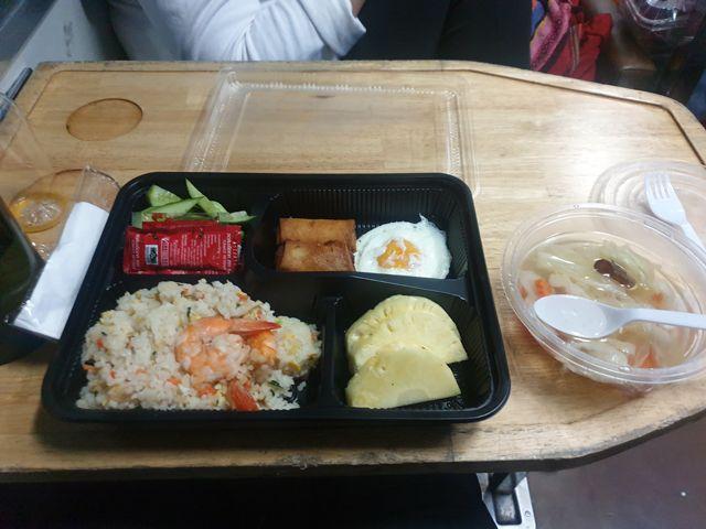 dîner dans le train de nuit de Chiang Mai à Bangkok - l'autre ailleurs au Myanmar (Birmanie) et Thaïlande, une autre idée du voyage