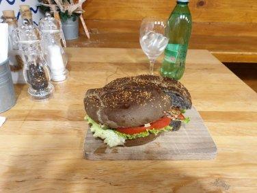 une burger au poulpe dans la restaurant Barba à Dubrovnik - l'autre ailleurs en Croatie, une autre idée du voyage