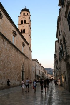 Placa Stradun la grande rue de la vieille ville de Dubrovnik - l'autre ailleurs en Croatie, une autre idée du voyage