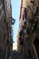 dans un rue de la vieille ville de Dubrovnik, ça grimpe :) - l'autre ailleurs en Croatie, une autre idée du voyage