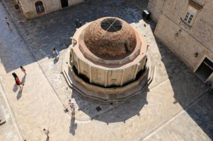 la ville de Dubrovnik vue depuis les remparts qui la ceinturent - Fontaine d'Onofrio - l'autre ailleurs en Croatie, une autre idée du voyage