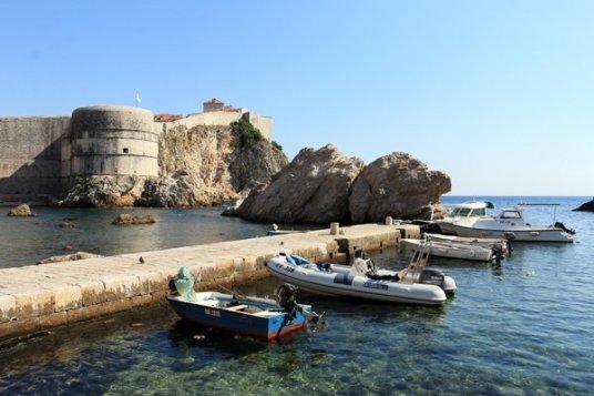 la jolie crique au pied du fort Lovrijenac à Dubrovnik - l'autre ailleurs en Croatie, une autre idée du voyage