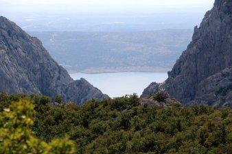 au loin l'Adriatique, dans le parc national de Paklenica - l'autre ailleurs en Croatie, une autre idée du voyage