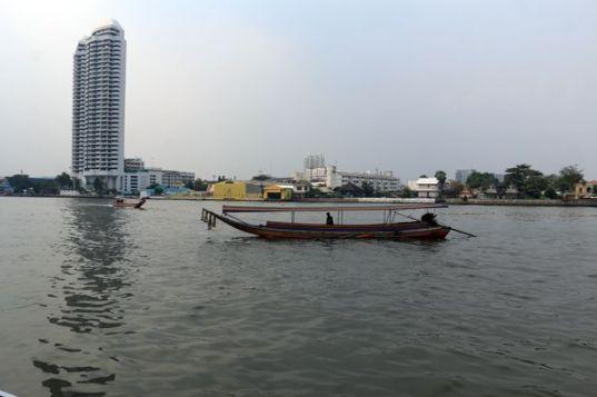 en bateau sur le fleuve Chao Phraya à Bangkok - l'autre ailleurs au Myanmar (Birmanie) et Thaïlande, une autre idée du voyage