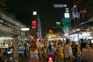 Khao San Road de nuit à Bangkok - l'autre ailleurs au Myanmar (Birmanie) et Thaïlande, une autre idée du voyage
