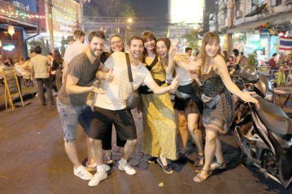 fin de soirée à Khao San Road à Bangkok - l'autre ailleurs au Myanmar (Birmanie) et Thaïlande, une autre idée du voyage