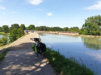 sur le canal latéral à la Garonne, juste avant d'arriver à Moissac - l'autre ailleurs en Vélo, une autre idée du voyage (www.autre-ailleurs.fr)