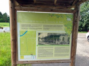 sur la piste cyclable vestige du chemin de fer à Bias (47) - l'autre ailleurs en Vélo, une autre idée du voyage (www.autre-ailleurs.fr)