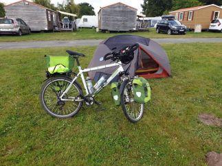 un camping dont j'éviterais de faire la publicité à Bazas (33) - l'autre ailleurs en Vélo, une autre idée du voyage (www.autre-ailleurs.fr)