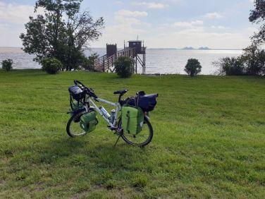 quittant Pauillac (33) - l'autre ailleurs en Vélo, une autre idée du voyage (www.autre-ailleurs.fr)