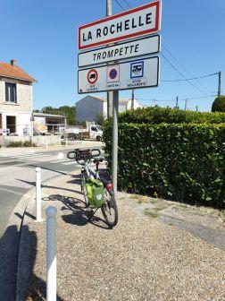 sonnez Trompette j'arrive à La Rochelle (17) - l'autre ailleurs en Vélo, une autre idée du voyage (www.autre-ailleurs.fr)