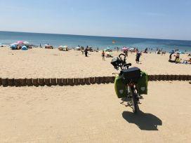 une plage en passant, à Bretignolles-sur-Mer (85) - l'autre ailleurs en Vélo, une autre idée du voyage (www.autre-ailleurs.fr)