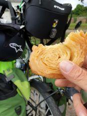 mon premier kouign amann, à Concarneau (29) - l'autre ailleurs en Vélo, une autre idée du voyage (www.autre-ailleurs.fr)