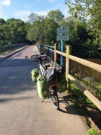 en croisant le canal de Nantes à Brest - l'autre ailleurs en Vélo, une autre idée du voyage (www.autre-ailleurs.fr)
