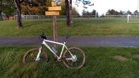 Mon vélo de voyage lorsqu'il n'était encore qu'un VTT et que c'est dans la boue qu'il se plaisait le plus :) - l'autre ailleurs en Vélo, une autre idée du voyage (www.autre-ailleurs.fr)
