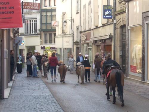 Ballade à Poney dans les rues d'Aurillac