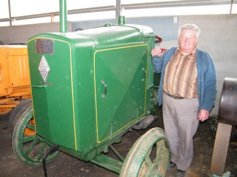 Musee d'Antoine, tracteurs anciens à therondels, Aveyron