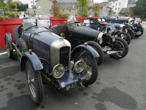Rallye de voitures anciennes dans le Cantal