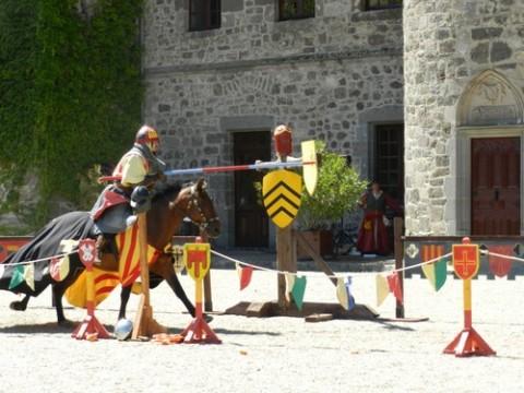 Médiévales au château de Pesteils dans le Cantal
