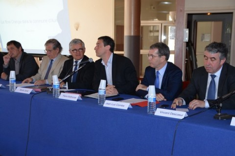 Au micro Pierre Mathonier maire d'Aurillac, à gauche Bruno Janet Dr Orange des relations avec les collectivités