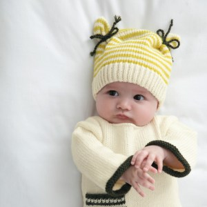 modele-bonnet-bicolore-layette