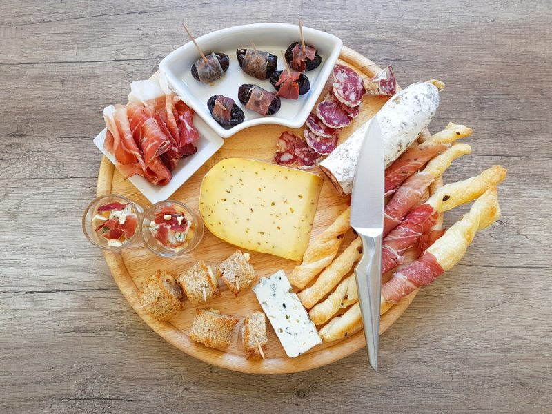 4 idees apero pour un plateau charcuterie fromage