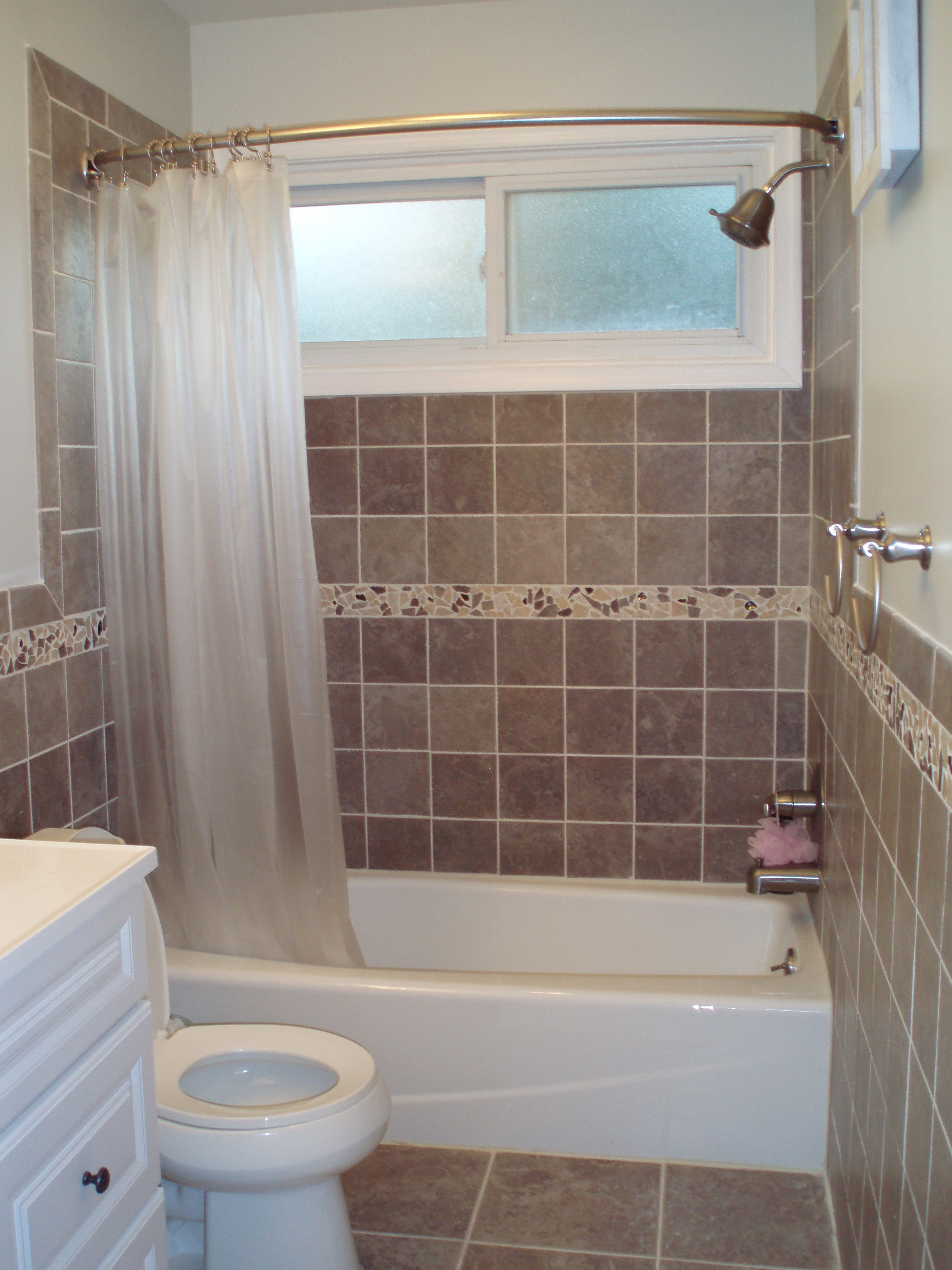 30 Best Small Bathroom Ideas on Small Space Small Bathroom Ideas With Tub And Shower id=39140