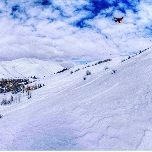 #A7Renegade @chasejosey steps up to a step down in Sun Valley, ID. #liveactivated #snowboarding www.a-7.co