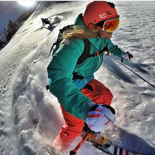 #A7Artist @lynseydyer getting after it in Chile with @juliamancuso hot on her heels. Luuuuucky! ️#avalon7 #liveactivated #skiing @gopro @unicornpicnic