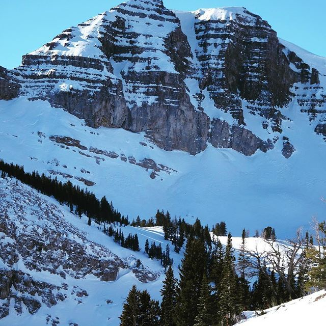 The mountains are calling and I must go. #codypeak #AVALON7 #liveactivated #snowboarding www.avalon7.com