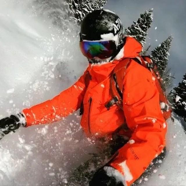 Stay cool. #summerdaze #seekthestoke #snowboarding @robkingwill @gopro