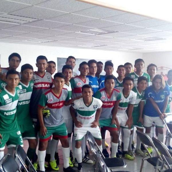golean en la grama del Estadio Municipal de Emiliano Zapata al conjunto del Acapulco F.C