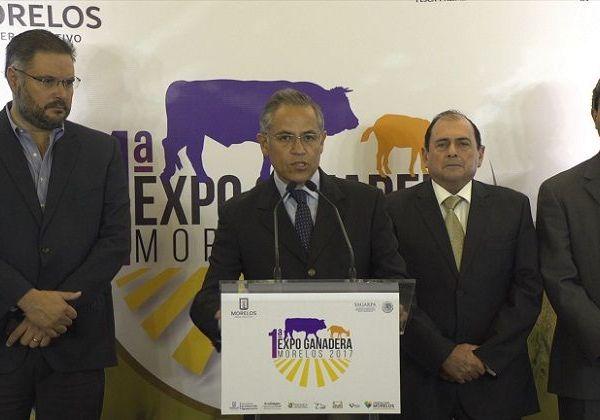 el secretario de Desarrollo Agropecuario, Roberto Ruiz Silva