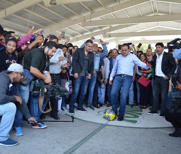 el chileno Iván Zamorano, quien vistió las playeras del Real Madrid y el América