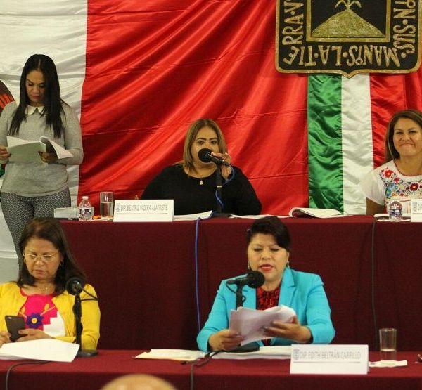 la presidente de la Mesa Directiva Beatriz Vícera Alatriste