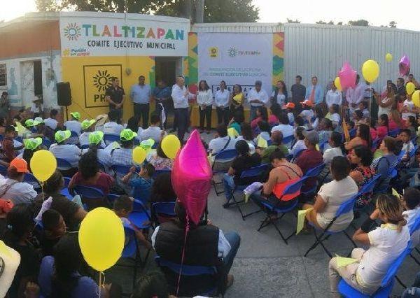 El líder del Partido de la Revolución Democrática comió con más de 200 personas y puso en marcha las Brigadas Amarillas