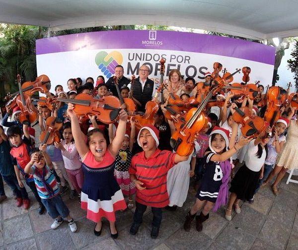 anunció Elena Cepeda, presidenta del Sistema DIF Morelos, al entregar a 130 instrumentos musicales, que fueron adquiridos en Estados Unidos
